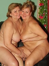 Mature lesbian plumpers Anna and Yolanda enjoy a session of pussy licking in this girl on girl porn